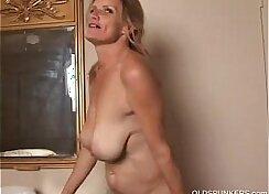 Beautiful mature slut PAWG Masturbates